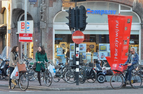 20130118-hierzijnwijnu-pijl-Muntplein-500px